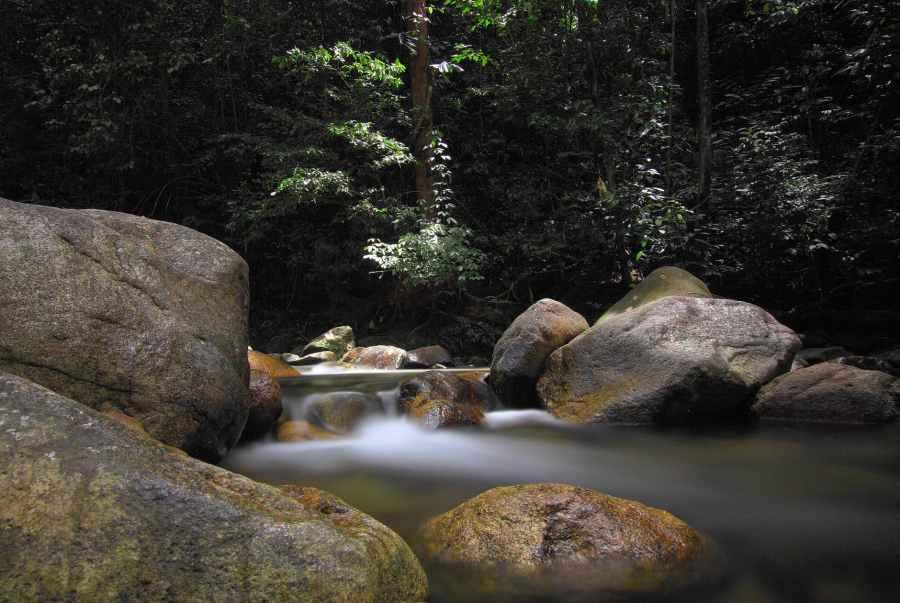 time lapse photo of mini waterfalls
